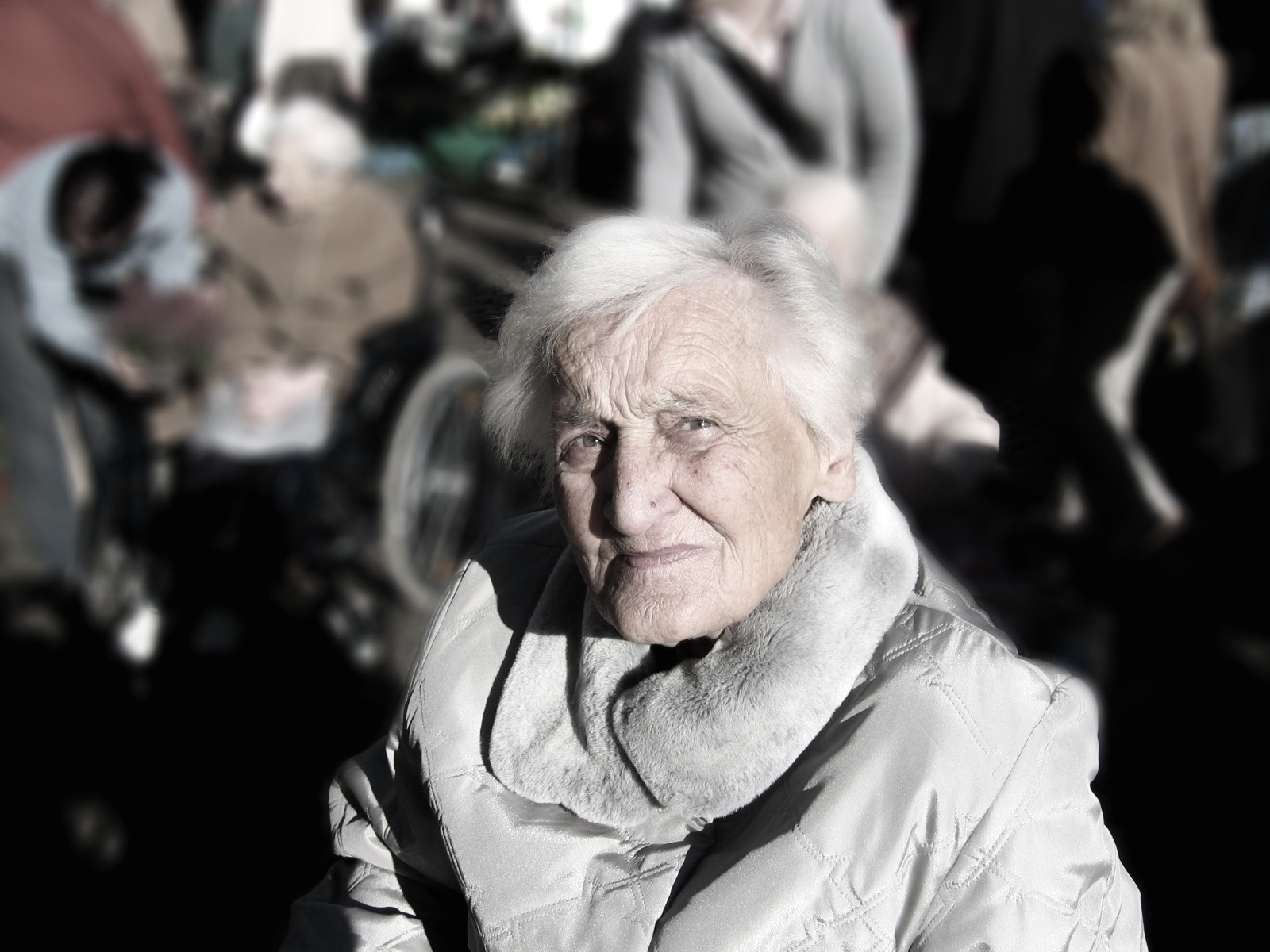 dependent-dementia-woman-old-40900